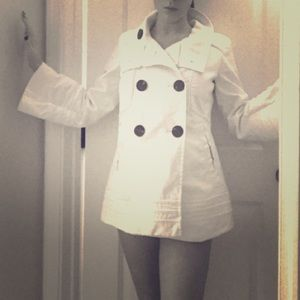 Small (2-4) Zara jacket. White w/black buttons.